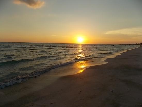 Sun 'n Sea: Sunset