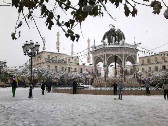 Blida, Algeria: Le kiosque à musique de la place du 1er Novembre sous la neige