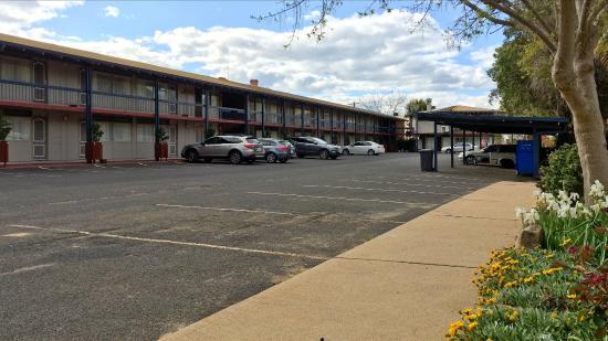 Wanderlight Motor Inn : The carpark