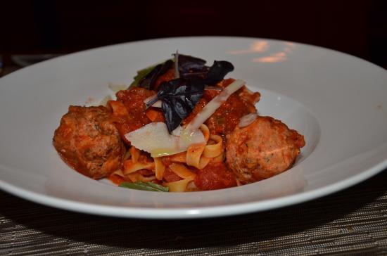 Terrafina Restaurant: Meatballs: ordinary & not very flavourful.