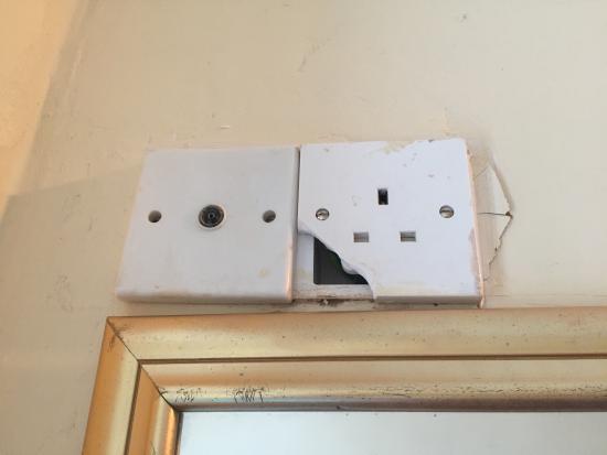 Sinatra's Hotel: Dangerous electrical fittings. Broken curtains