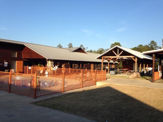 Hochatown Country Lodge: photo0.jpg