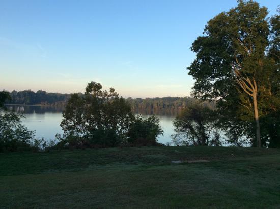 King George, فيرجينيا: Rappahannock River from Belle Grove lawn.