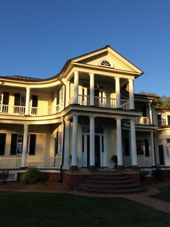 King George, فيرجينيا: Facade of Belle Grove mansion.