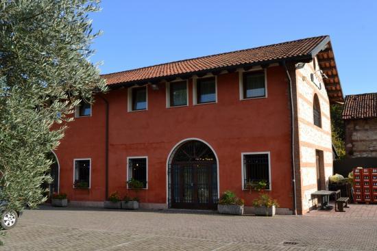 L 39 esterno del casale foto di il calesse costabissara for L esterno del ristorante cruciverba