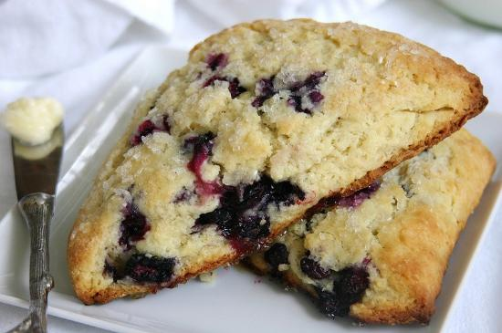 Cottage Cafe : Pair one of our scones with a choice from 40 different teas.