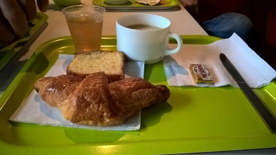 Remiremont, Γαλλία: Basic breakfast which is not include in the room price