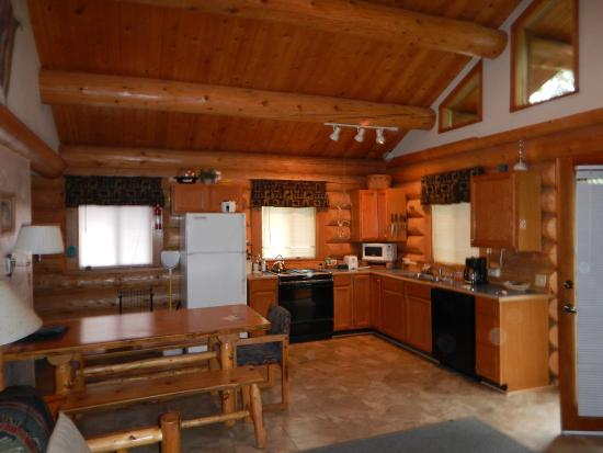 Wolf Ridge Resort: Sleeping Wolf Cabin