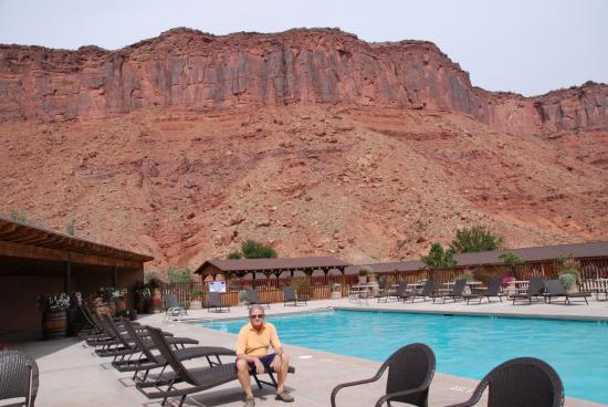 Pool at red cliffs lodge picture of red cliffs lodge moab tripadvisor for Red lodge swimming pool timetable