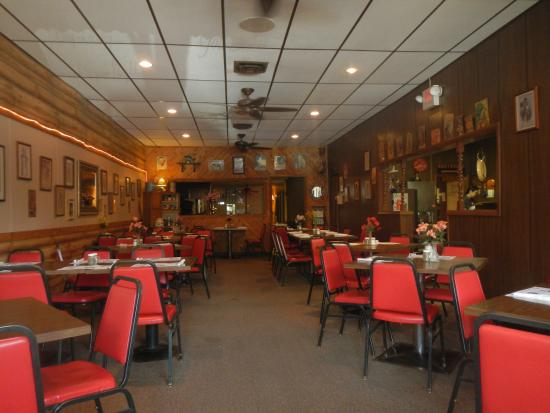 Plattsmouth, เนบราสก้า: One side of the interior - Mom's Cafe