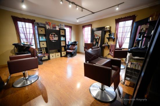 Steinbach, Canada: Salon