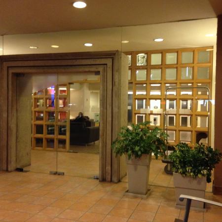 Holiday Inn Express Monterrey Tecnologico: entrada principal