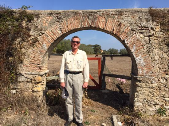 Algueirao - Mem Martins, Portugal: My husband loved this Functioning aqueduct