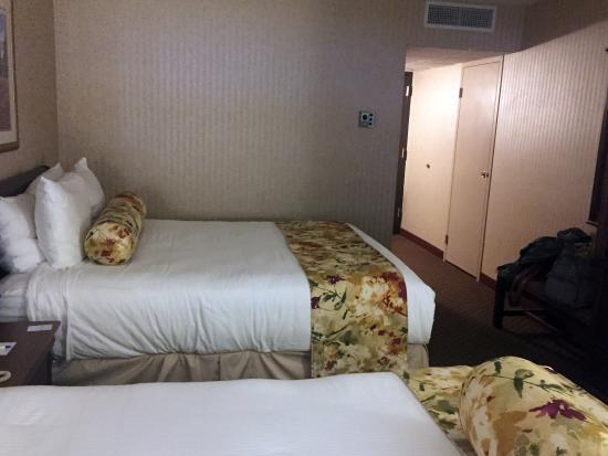 ذي إن أون ذا ليك: lake view room, 2 queen beds