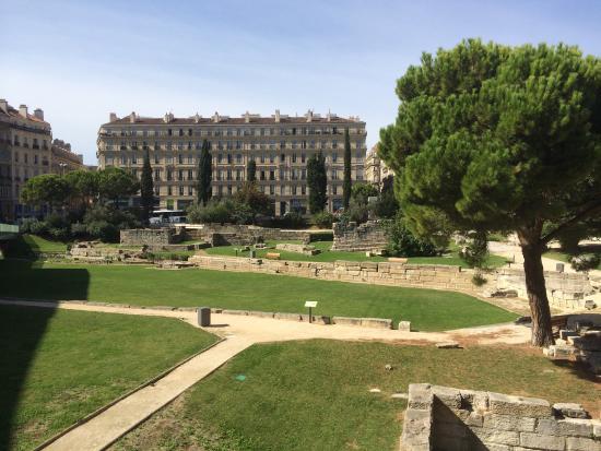 Rempart grec photo de jardin des vestiges marseille for Salon du jardin marseille
