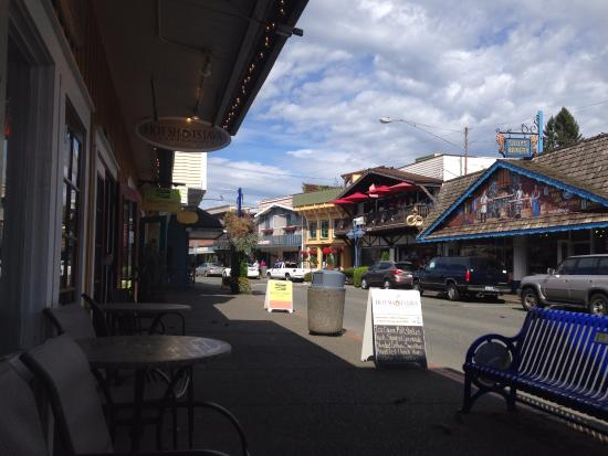 Sluys Poulsbo Bakery : Sluys across the street, coffee within fritter throwing distance