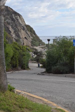 Dana Point, CA: Beach access road