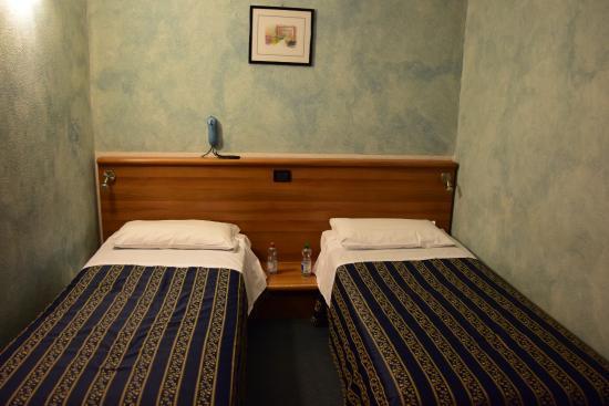Comfort Hotel Europa Genova City Centre: Auf Wunsch getrennte Betten hat geklappt