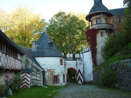 Lunzenau, Alemanha: Blick zum Burgeingang der Innenseite