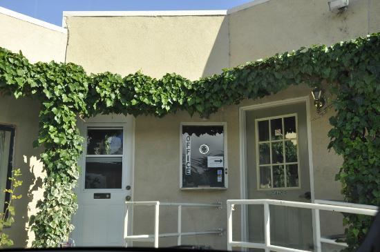 Monterey Oceanside Inn: Office