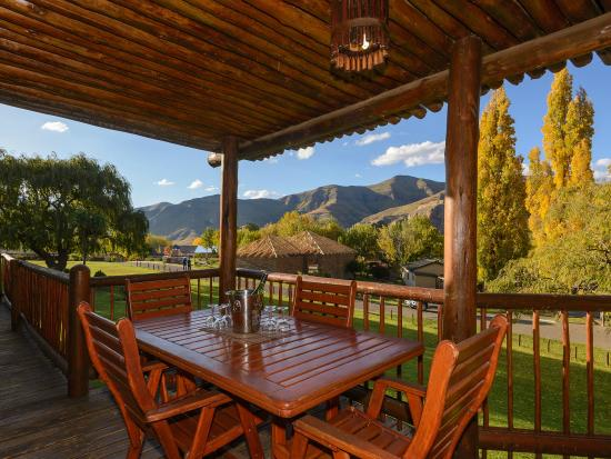 Kiara Lodge: Breathtaking scenery of the Maluti Mountains to enjoy from your patio