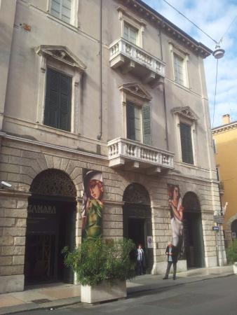 Palazzo forti foto di galleria d 39 arte moderna palazzo for Galleria di foto di casa moderna