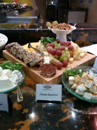 Donatello Hotel: Cheese platter on the breakfast buffet