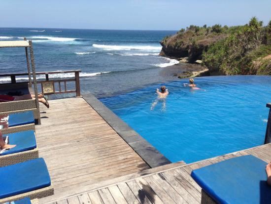 Water blow huts lembongan - Restaurant - Klungkung, Bali ...