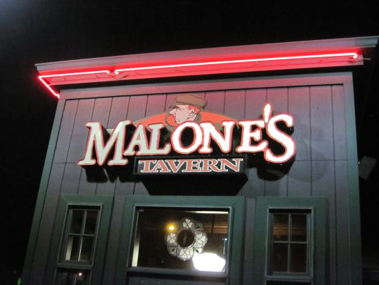 The frontage of Malone's Tavern in Warren, MI (11/Oct/15).
