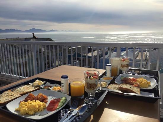 Point Village Guesthouse & Holiday Cottages : tolles Frühstück mit toller Aussicht