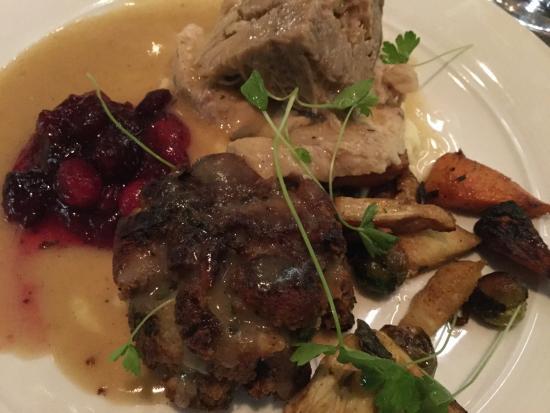Oliver & Bonacini Cafe Grill: Turkey Dinner for Thanksgiving