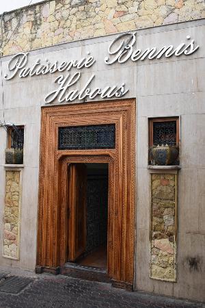 Patisserie Bennis Habous: L'entrée de la patisserie