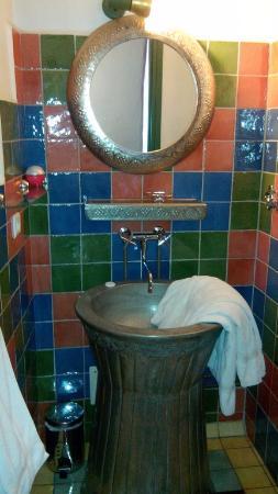 Hotel l'Astrolabe : Mexique : salle de bain. La douche est faite avec les mêmes carreaux