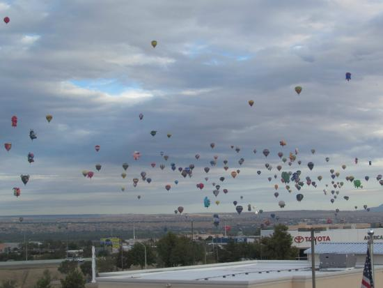 Staybridge Suites Albuquerque North: View of balloons from hotel window