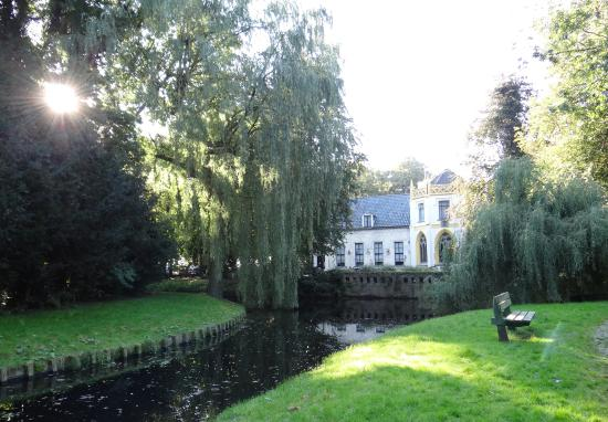 Appingedam, Holandia: Gebouw vanuit de wandelroute gezien.