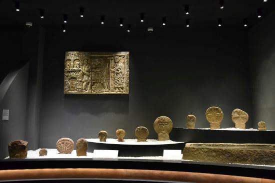 ローマ時代の展示品 - Foto van Museo de Prehistoria y Arqueologia de Cantabria, Santand...