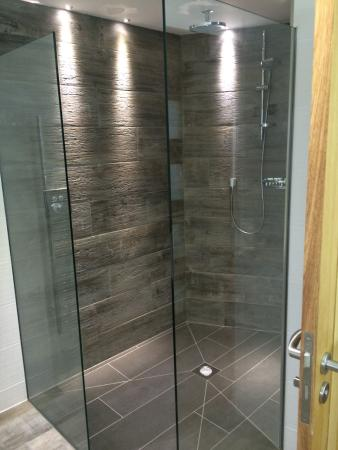 St Issey, UK: shower... huge!