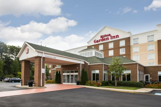 Hilton Garden Inn Hampton Coliseum Central : Hotel Exterior Day