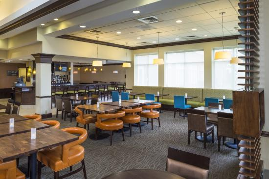 Garden grille bar dining area picture of hilton garden - Hilton garden inn hampton coliseum central ...