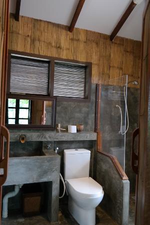 Badkamer chalet - Picture of Sepilok Forest Edge Resort, Sepilok ...