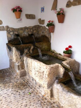 El Tejar: Water running right through Montecorto