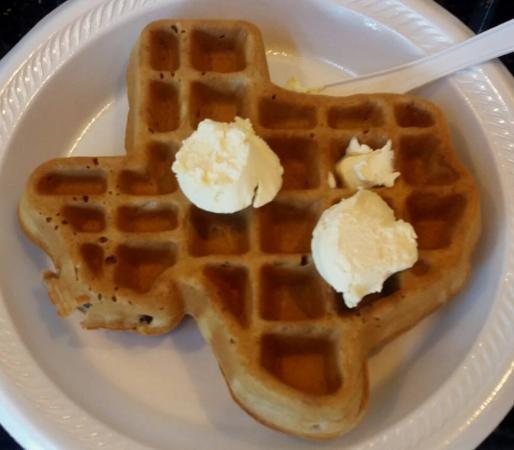 Comfort Suites Webster : Cool Texas waffel maker at breakfast
