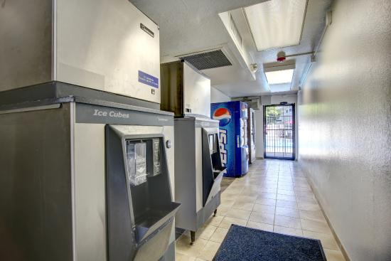 Motel 6 Santa Fe - Cerrillos Road South: Vending