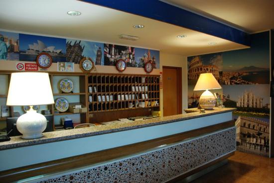 Hotel Le Querce: Reception