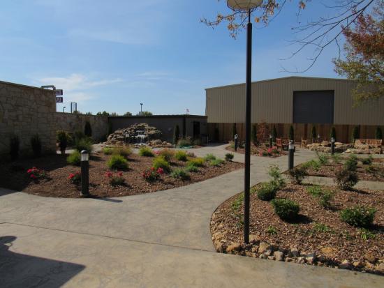 The Public House Brewing Company: Beer Garden