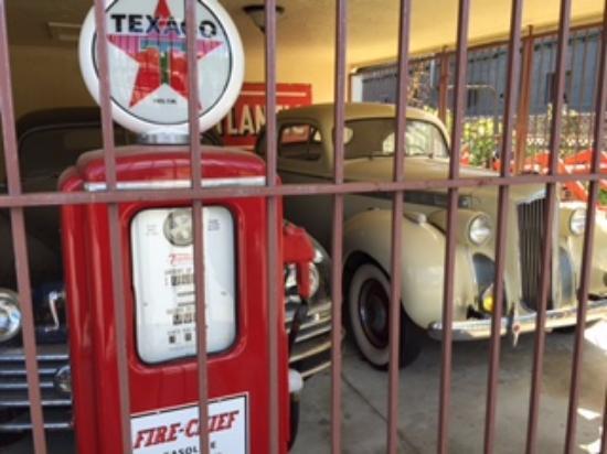 Hidden Valley Motel: Classic cars.
