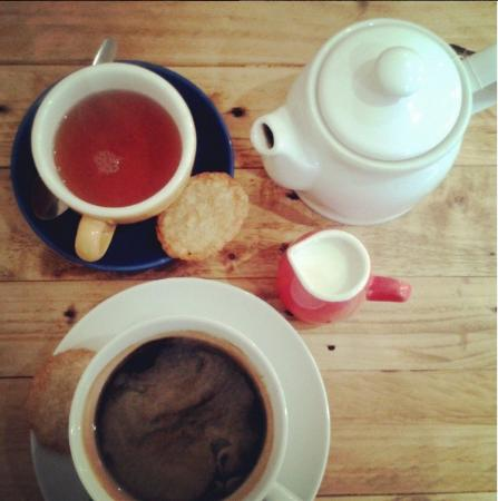 Bruks Coffee Shop : Americano & Tea