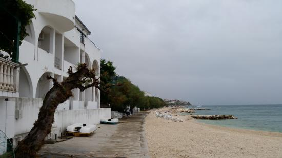 Beach Front Apartments Tamaris: Villa Tamaris beach