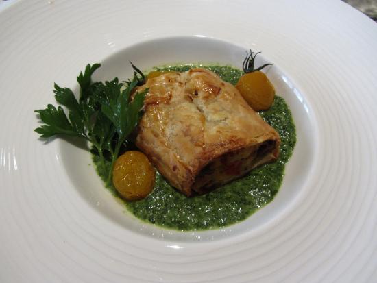 Restaurant Acla: Delicious Vegetable-Filled Strudel