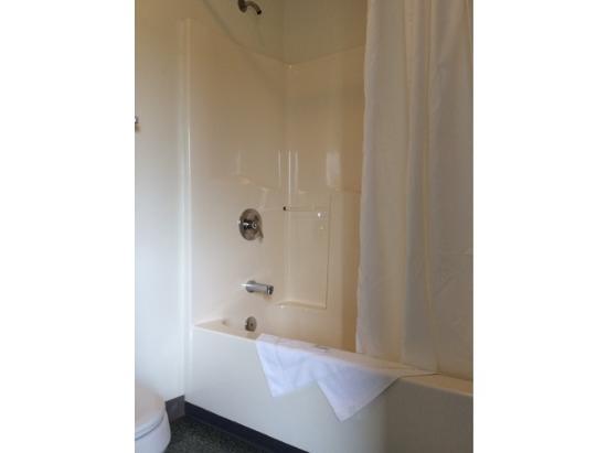 Ocean Shores: Bathroom